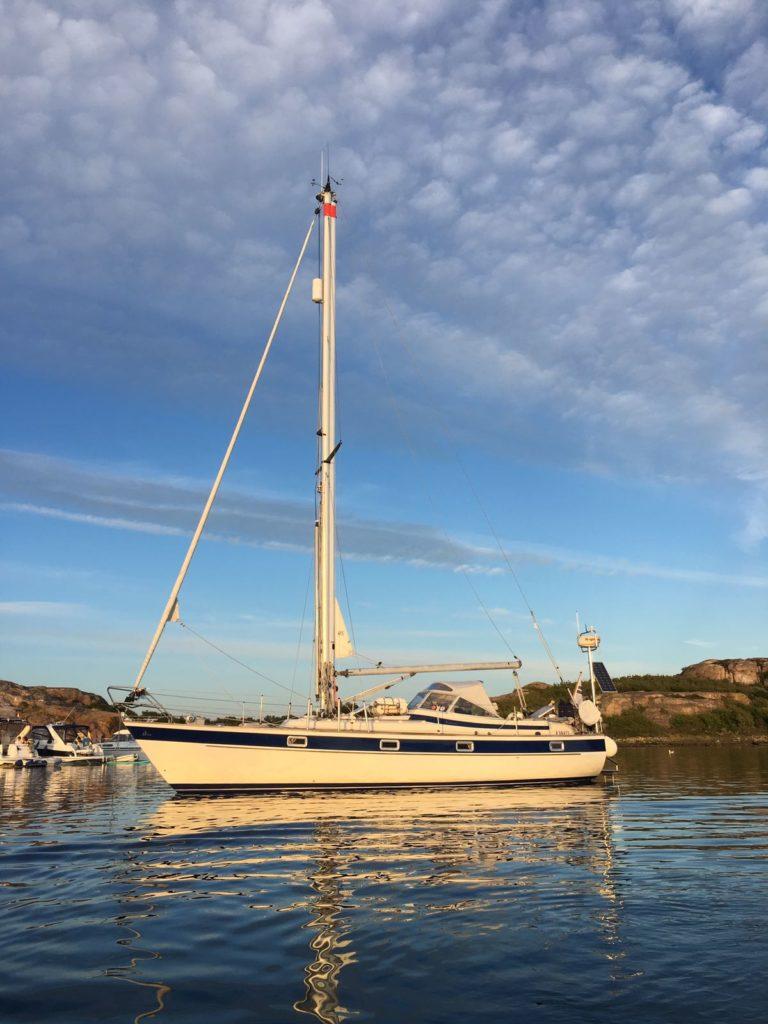 s/y Eliza II, HR352 ankkurissa Ruotsin länsirannikolla